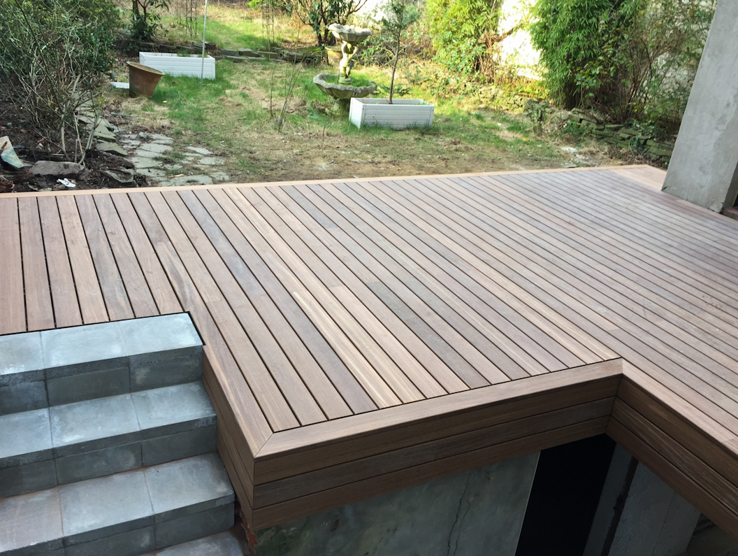 Terrasse en bois à fixation invisible Softline de Vetedy - Jaya